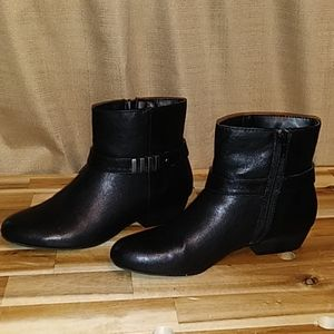 Laura Ashley zip up black booties size 7 medium